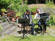 Zahrady. Zajímavý program nabídla i Mahlerova vila. LIdé si tu mohli vychutnat koncert akordeonové hudby v podání dua M+M Markéty Laštovičkové a Matěje Krále.