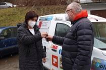Pracovníci domácí hospicové péče jezdí novým autem, jeho nákup podpořily firmy z regionu.