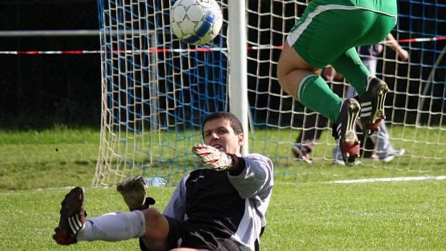 Díky brankáři Luboši Koudelkovi mohli v něděli světelští fotbalisté slavit tři body.