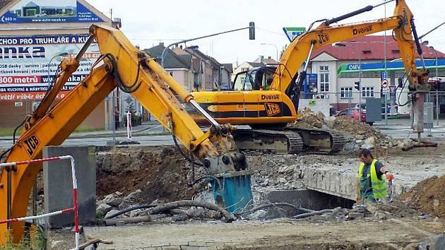 Do konce září potrvá v Havlíčkově Brodě rekonstrukce silničního mostu přes potok Žabinec u hotelu Slunce.