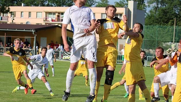 Zranění si přivodil v zápase s Humpolcem tvořivý záložník Marcel Hübner (č. 5). S jeho odchodem odešel podle trenéra Bdžocha i rychlý přechod do útoku.