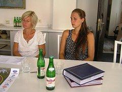 Monika Kuchtová a Karolína Perlová z Psychiatrické nemocnice představily hlavní téma benefice a tím je sport.