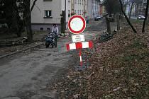 Práce v Ldečské ulici už začaly, skončí příští rok v létě.