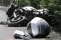 Jedna z tragických nehod se stala koncem srpna v ulici Na Kopcích v Třebíči. Jednadvacetiletý motocyklista zemřel po srážce s osobním autem. Ilustrační foto.