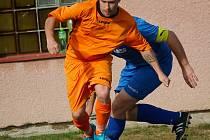 Tři góly na podzim v dresu Mírovky vstřelila letní posila Stanislav Böhm (u míče), který společně s Martinem Zetem zapadli výborně do týmu.