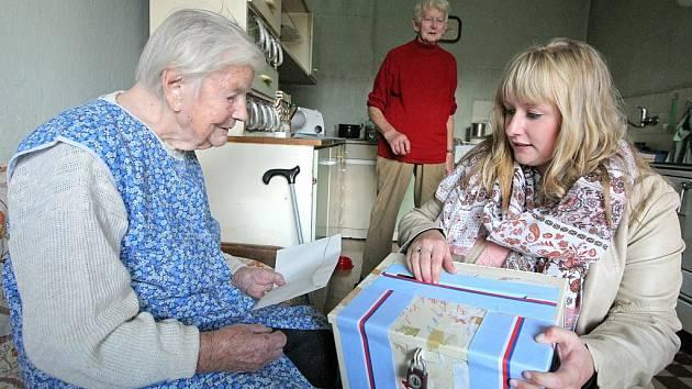 Voleb do krajského zastupitelstva se zúčastnila i paní Marie Matou-šková z Cetoraze na Pelhřimovsku, nejstarší obyvatelka Vysočiny. V říjnu jí bylo 108 let.