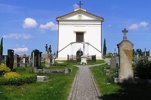 Obec Pohled obnovený areál hřbitova přihlásila dokonce letos do soutěže o Zlatou jeřabinu. Foto:Deník/Štěpánka Saadouni