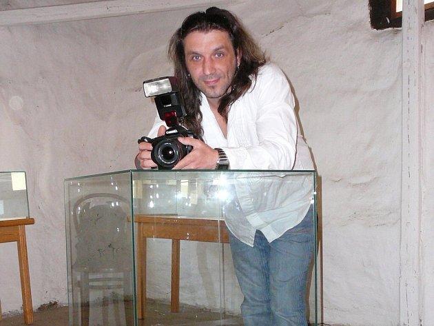 Nejdřív malba, pak až foťák. Miloš Novák začal v mládí malovat portréty, až před rokem se dostal k focení, které ho naprosto chytlo.
