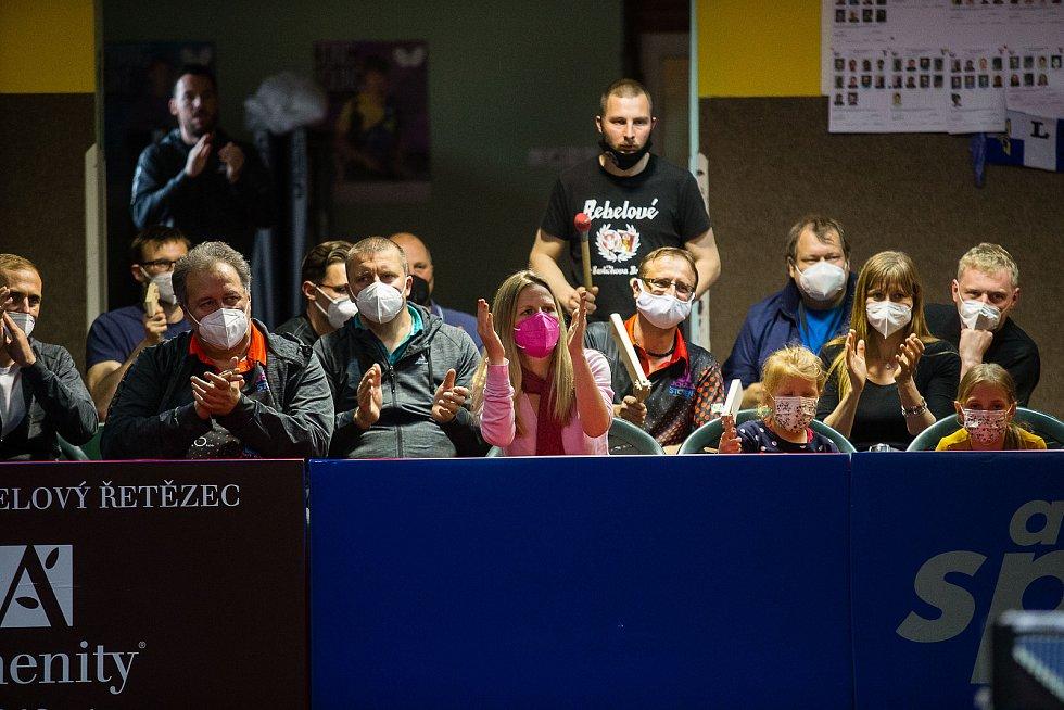 Druhé finálové utkání stolního tenisu mezi HB Ostrov a KT Praha.