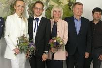 Simoně a Štěpánovi za jejich úspěch poděkovali havlíčkobrodští radní. Simona Černá přišla v doprovodu rodičů Jiřího a Marcely, kteří jsou ve světě společenského tance pojem.