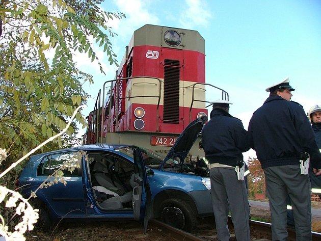 Tragické následky. Ty jsou téměř pravidlem, když se auto střetne s vlakem na železničním přejezdu.