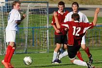 Na špatnou obrannou činnost si stěžoval po zápase staršího dorostu ve Velkém Meziříčí vedoucí týmu a asistent trenéra v jedné osobě, Jan Tuhý.