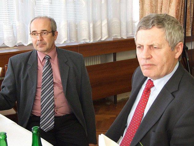 Předseda Ústředního bramborářského svazu Miloslav Chlan (vpravo) a tajemník svazu Josef Králíček nastínili problematiku pěstitelů a zpracovatelů brambor.