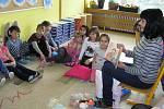 """Prostory základní školy Nuselská hýří barvami. """"Jsme škola rodinného typu,"""" říká ředitelka."""