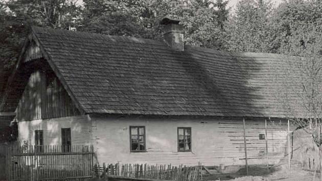 Hájenka v lesích u Peršíkova.
