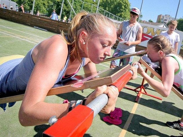 Ve sportovním areálu havlíčkobrodské základní školy Wolkerova se v pondělí uskutečnilo krajské kolo OVOV. Nejlepší týmy z jednotlivých okresů Vysočiny se utkaly v několika disciplínách o postupové místo do republikového finále.