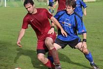 Výprask. Třetí vysokou prohru si připsali fotbalisté Mírovky (vpravo). Tentokrát jim naložila čtyřku Havlíčkova Borová.