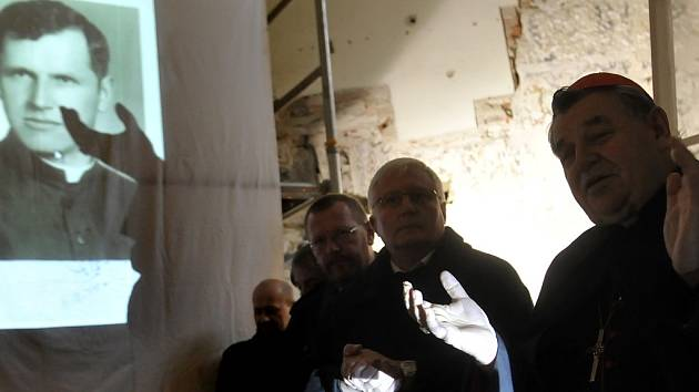 Kardinál Dominik Duka na Dušičkovém setkání v Zahrádce.