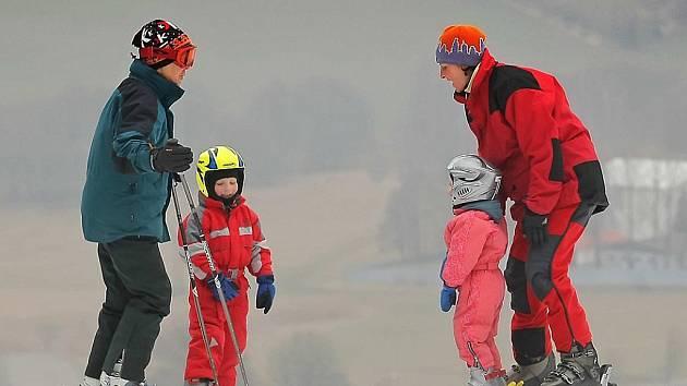 Ve Vysoké se vloni lyžovalo jen pár dnů. Letos to vypadá na vydařenou sezonu. Na sjezdovce leží necelých čtyřicet centimetrů technického i přírodního sněhu. Ilustrační foto.