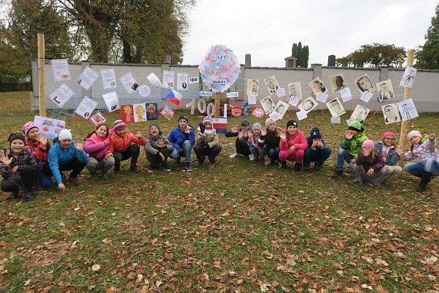 Do oslav se zapojili osobitým způsobem iškoláci vLibici nad Doubravou.