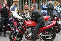 """Získat řidičský průkaz na silnou motorku už nebude pro """"frajery silnic"""" tak jednoduché."""