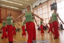 Taneční skupina Morf má za sebou několik úspěchů. Za poslední dva měsíce přivezla ze závodů bronz a zlato.