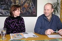 Na přípravách oslav se podílí Zdeňky Valnerové i ředitel školy Petr Adam.
