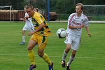 Páté místo uhráli brodští fotbaloví žáci (v bílém) na 57. ročníku Tománkova memoriálu, když v boji o páté a šesté místo zdolali na pokutové kopy FC Vysočinu Jihlavu.