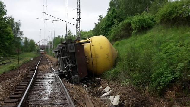 Odstraňování následků nehody potrvá několik dní.