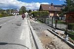 Výstavba chodníku v Kohoutově.