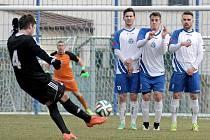 Na fotbalisty Havlíčkova Brodu (vlevo) se na jaře zatím vyplácí tipovat remízy, navíc je potřeba do Supertrefy počítat s výsledkem 1:1. Stalo se tak ve všech třech případech, Slovan by však potřeboval bodovat naplno.