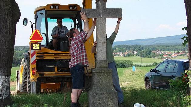 Kamenný kříž u Nové Vsi u Světlé.