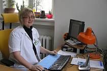 Hana Houdková léčí pacienty, kteří jsou závislí na drogách, alkoholu a hracích automatech.