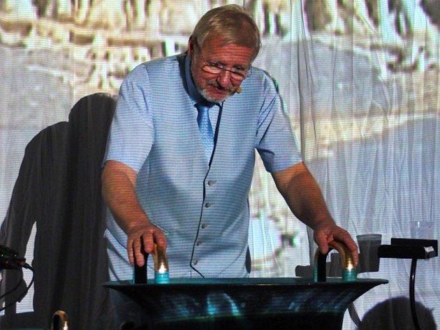 Tomáš Pfeiffer předvede své umění v Klášterním kostele sv. Rodiny v Havlíčkově Brodě.