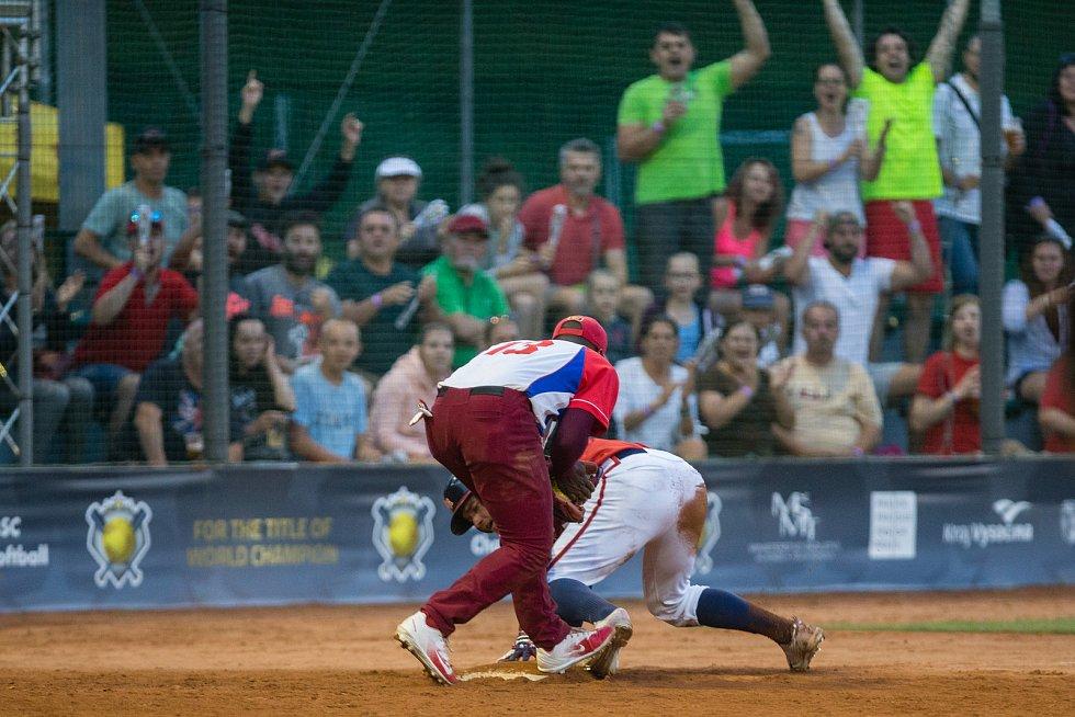 Zápas Mistrovství světa mužů v softbalu mezi týmy České republiky a Kuby.