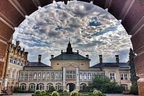 Na zámku ve Světlé v sobotu vypukne Dětská svatojánská noc. Děti se tu potkají i s Bílou paní.