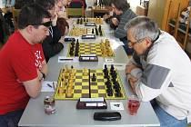 Momentka z utkání krajského přeboru, které šachisté Havlíčkova Brodu sehráli ve Žďáru nad Sázavou.