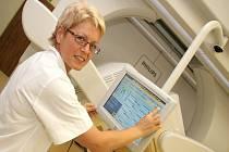 Cenný přístroj. Gama kamera, kterou už vlastní havlíčkobrodská nemocnice neslouží jen pacientům s onkologickým onemocněním, ale využívat ji mohou i lékaři z jiných oborů.