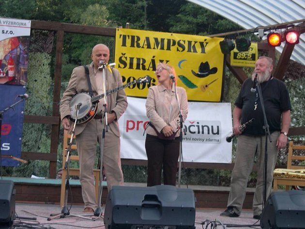 Hvězdy trampských večerů. Loni návštěvníkům zazpíval Ivan Mládek a Ivo Pešák své nejznámější písně. Na letošní akci opět vystoupí celá řada hvězd.