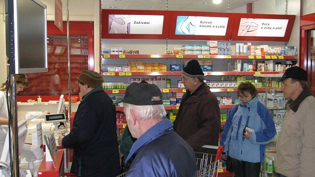 Lékárna v Kauflandu má pořád plno, ať se poplatky platí, nebo ne.