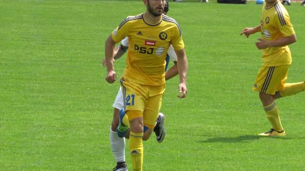 Na soustředění do Rakouska odjíždí v pondělí třiadvacet jihlavských fotbalistů. Nechybí mezi nimi ani bosenský útočník Haris Harba, který se v minulosti netajil zaječími úmysly.