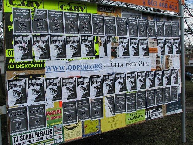 Tuto plakátovací plochu v havlíčkobrodské Ledečské ulici si neonacisté vybrali ke své poslední akci.