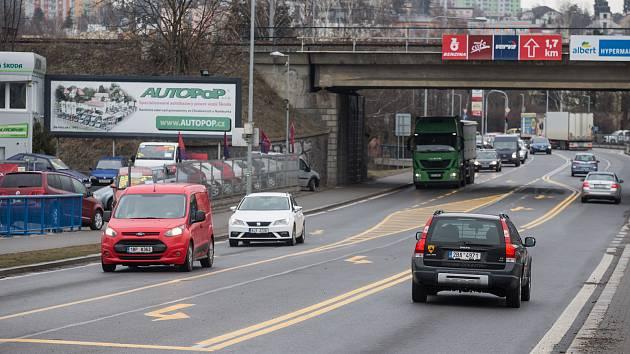 Nové vodorovné značení na silnici Lidická v Havlíčkově Brodě.
