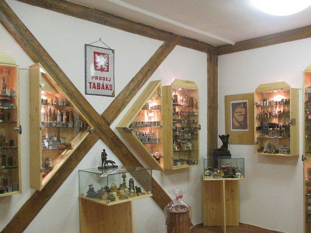Na sedm tisíc zapalovačů a mnoho dalších souvisejících propriet mohou návštěvníci vidět v Kurfürstově domě v Přibyslavi.