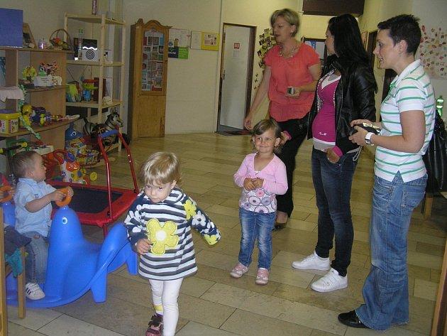 Oslavu deseti let existence Střediska rané péče v Havlíčkově Brodě si připomněli především jeho malí klienti a jejich rodiče.