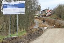 Svah. Oprava svahu ve Stříbrných Horách se protáhne, podle místních vinou  liknavosti stavební firmy.