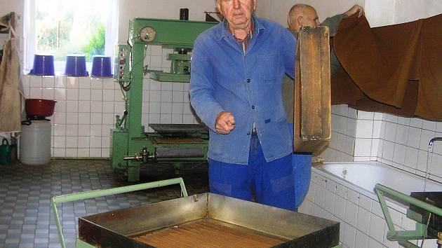 Albín Jaitner si převezme cenu města za dlouholetou práci v místní organizaci Českého zahrádkářského svazu.