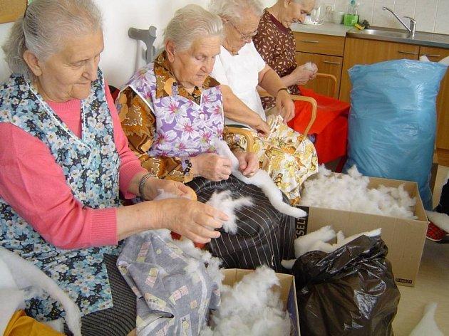 Dřeli se a teď nemají na zasloužený klid. I na Havlíčkobrodsku žijí v domovech důchodců klienti, kteří nemají tak velký důchod, aby pokryli všechny taxy za služby. Přitom se celý život dřeli a čekali, že alespoň ve stáří užijí zaslouženého klidu.