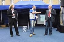 Diskuzní duel zařídil včera na téma Billa versus kino v Ledči nad Sázavou právě havlíčkobrodský Deník. Diskutovat přišel starosta Vrba (vpravo) a zástupce oponentů Fiala.
