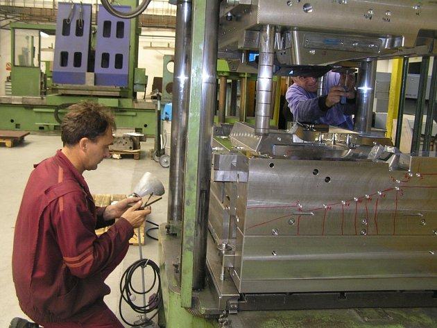 Dělnické profese se výrazně změnily.Veřejnost má tyto profese často zafixované jako zaměstnání pro lidi s nízkou kvalifikací a odborností. Jako v uvozovkách špinavou práci v oleji a šmíru. Současnost je úplně jiná.
